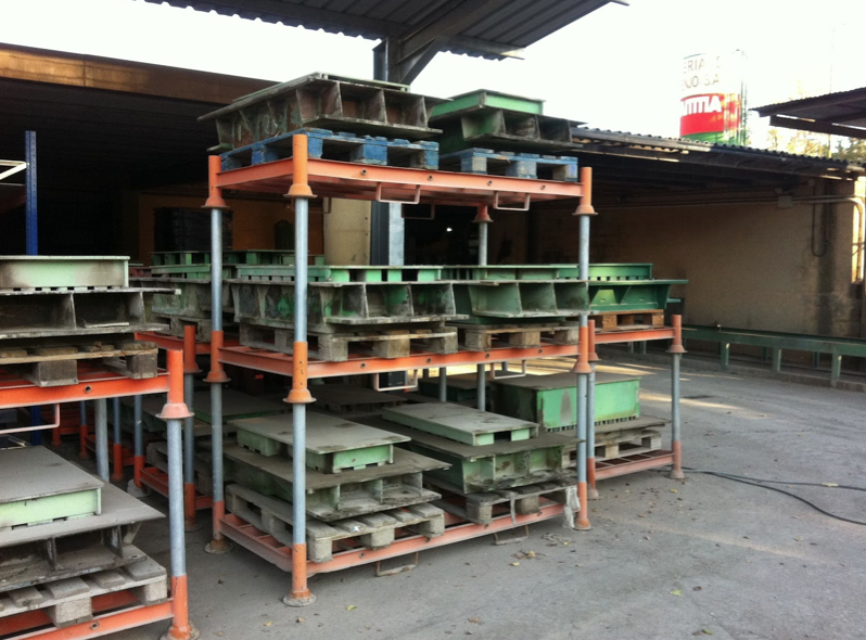 Pallets reparation for concrete blocks