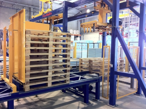 Pallets feeder, block making machines Rometa